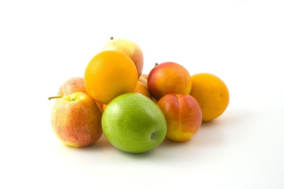 De groene smoothie met sla en sinaasappel en perzik
