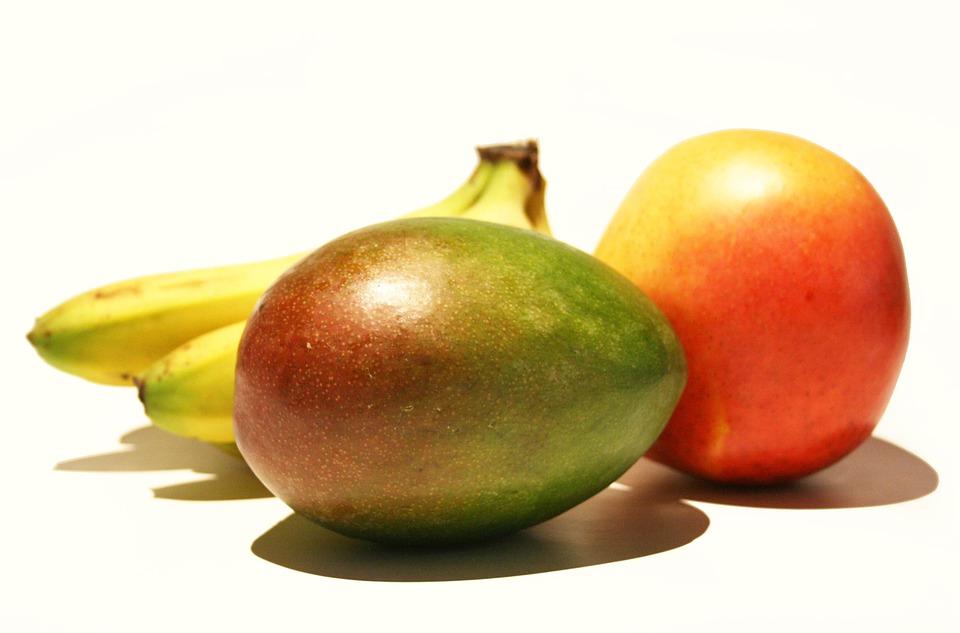 De groene smoothie met spinazie, mango en banaan